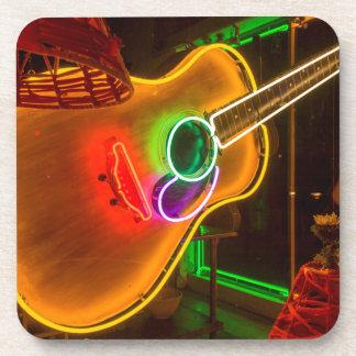 米国、テキサス州、オースティン。 恐喝のネオンギター コースター