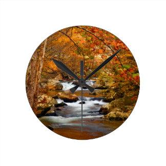 米国、テネシー州。 急ぐ山の入り江 ラウンド壁時計