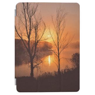 米国、ニューイングランド、メイン。 秋の日の出 iPad AIR カバー