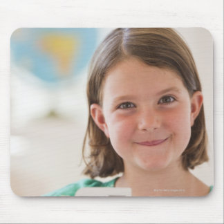 米国、ニュージャージー、ジャージーシティーの女の子のポートレート マウスパッド