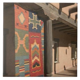 米国、ニューメキシコ、Taos: ナバホー人の敷物のギャラリーのキット タイル