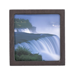 米国、ニューヨーク、ナイアガラ・フォールズ。 アメリカの滝 ギフトボックス