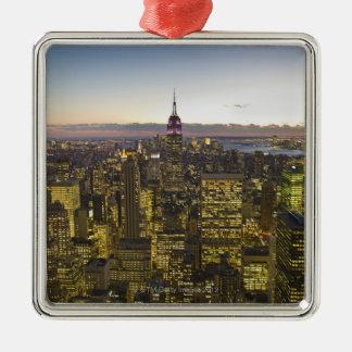 米国、ニューヨーク、ニューヨークシティの薄暗がり2の都市景観 メタルオーナメント