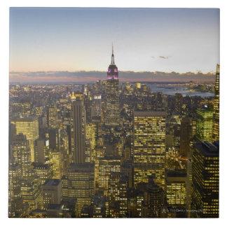 米国、ニューヨーク、ニューヨークシティの薄暗がり2の都市景観 正方形タイル大