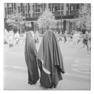 米国、ニューヨーク: NYCを見ているニューヨークシティの尼僧 タイル