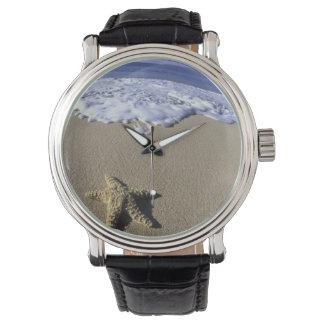 米国、ハワイ、マウイのMakenaのビーチ、ヒトデ 腕時計
