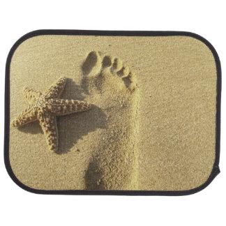 米国、ハワイ、マウイのMakenaのビーチ、足跡 カーマット