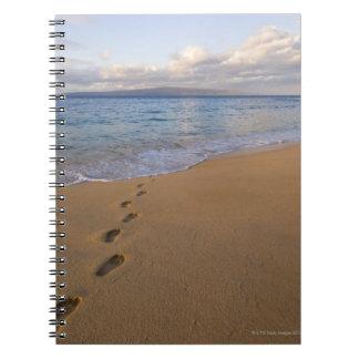 米国、ハワイ、マウイ、Waileaのビーチ2の足跡 ノートブック