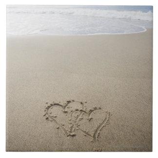 米国、マサチューセッツの砂浜2で描かれるハート タイル