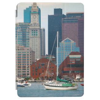 米国、マサチューセッツ。 ボストン水辺地帯のスカイライン iPad AIR カバー