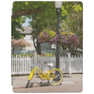 米国、ミシガン州のMackinacの島。 黄色いバイク iPadスマートカバー