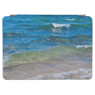 米国、ミシガン州。 スペリオル湖の澄んな水 iPad AIR カバー