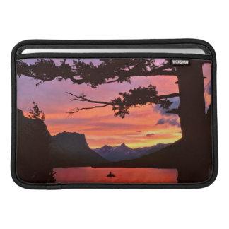 米国、モンタナのグレーシャー国立公園。 景色 MacBook スリーブ