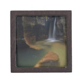 米国、ユタのザイオン国立公園。  鍵穴の滝 ギフトボックス