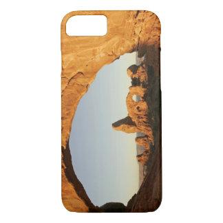 米国、ユタは、国立公園をアーチ形にします。 タレットのアーチ iPhone 8/7ケース
