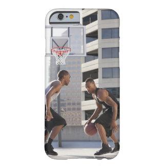 米国、ユタ、ソルト・レーク・シティ、2人の若者の遊ぶこと BARELY THERE iPhone 6 ケース