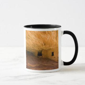 米国、ユタ、ヒマラヤスギメサのラバ渓谷。 砂岩 マグカップ