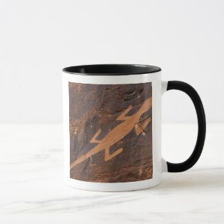 米国、ユタ。 有史以前の岩石彫刻の石の芸術の マグカップ