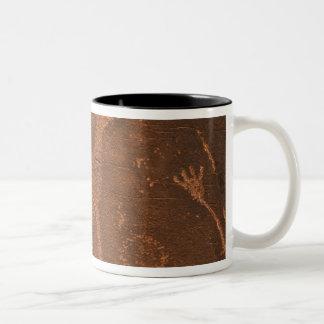 米国、ユタ。 2時の有史以前の岩石彫刻の石の芸術 ツートーンマグカップ