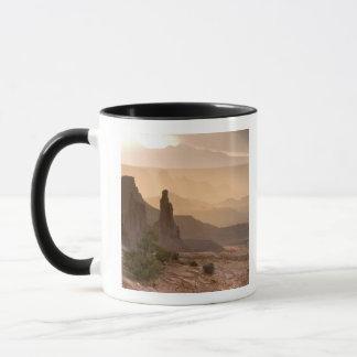 米国; ユタ; Canyonlandsの国立公園。 眺めの マグカップ