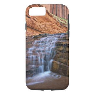 米国、ユタ、Escalanteの荒野。  滝 iPhone 8/7ケース
