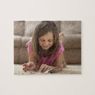 米国、ユタ、Lehiの敷物にあっている女の子(10-11) ジグソーパズル