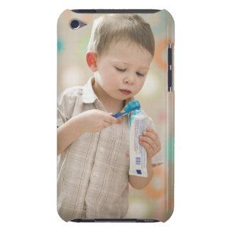 米国、ユタ、Lehiの男の子の(2-3本の)ブラシをかける歯 Case-Mate iPod Touch ケース