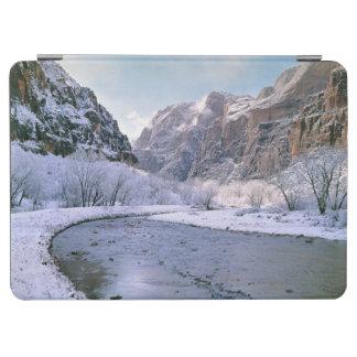 米国、ユタ、Zion NP。 新しい雪カバー渓谷 iPad Air カバー