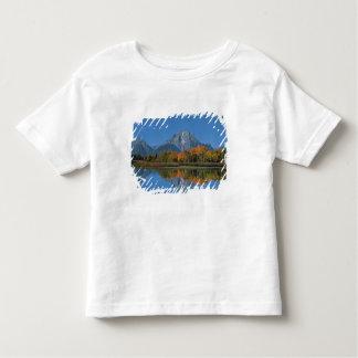 米国、ワイオミングの4のTetonsの壮大な国立公園 トドラーTシャツ