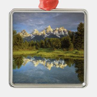 米国、ワイオミングのTetonの壮大な国立公園。 壮大な2 メタルオーナメント