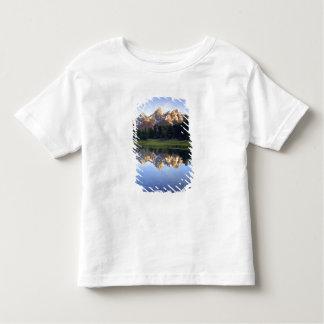 米国、ワイオミングのTetonの壮大な国立公園。 壮大 トドラーTシャツ
