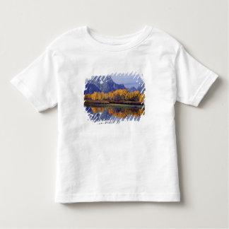 米国、ワイオミングのTetonの壮大な国立公園。 Mt. トドラーTシャツ