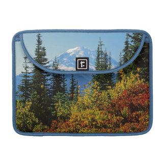 米国、ワシントン州のレーニア山国立公園2 MacBook PROスリーブ