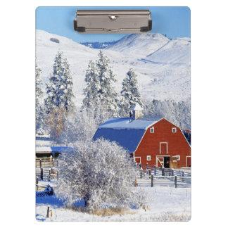 米国、ワシントン州のMethowの谷、納屋 クリップボード