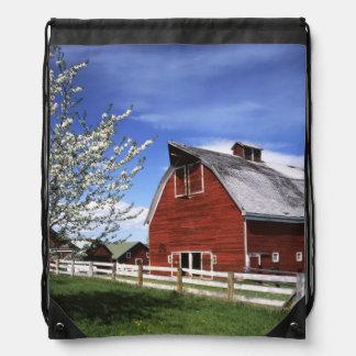 米国、ワシントン州、Ellensburgの納屋 ナップサック
