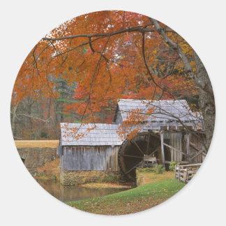 米国、ヴァージニアのリッジの青いパークウェイ、秋 ラウンドシール