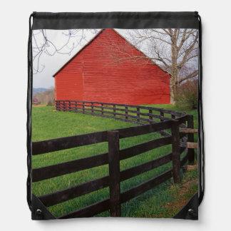 米国、ヴァージニアのEtlanの近くの納屋 ナップサック