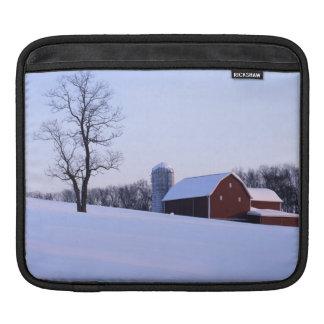 米国、ヴァージニア、シェナンドー渓谷の納屋 iPadスリーブ