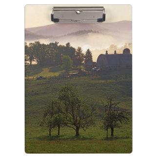 米国、ヴァージニア、Giles郡の農場 クリップボード