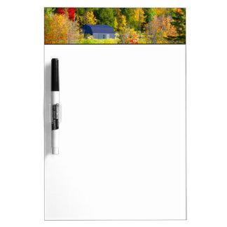 米国、ヴァーモント。 ハイウェー100に沿う秋のfoilage ホワイトボード