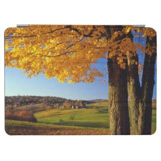 米国、ヴァーモント。 農場景色の近い南Woodstock iPad Air カバー