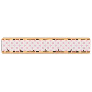 粋でかわいいピンクの白い水玉模様パターン キーラック