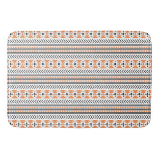 粋でアステカな種族のプリント幾何学的なパターンオレンジ バスマット