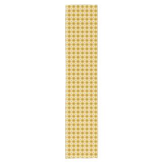 粋で黄色および白いギンガムの点検パターン ショートテーブルランナー