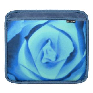 粋ないくじなしの女の子のサファイアの青のバラの自然の写真 iPadスリーブ