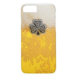 粋なおもしろいビールアイルランドの幸運なシャムロック iPhone 8/7ケース