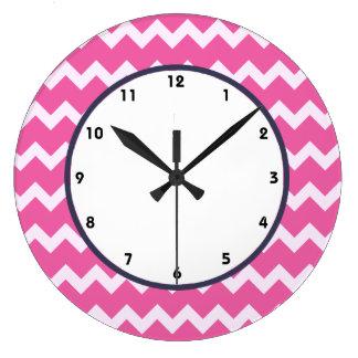 粋なシェブロンのcerise白いレトロの時計のピンク ラージ壁時計