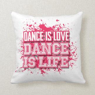粋なショッキングピンクのダンス愛 クッション