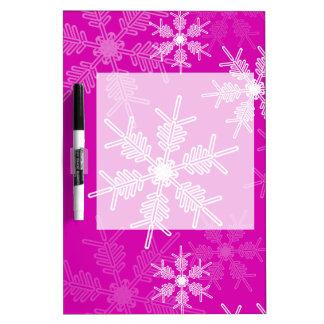 粋なピンクおよびホワイトクリスマスの雪片 ホワイトボード