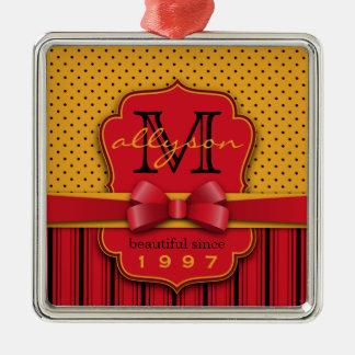 粋なモノグラムのレトロの黄色い水玉模様の赤のストライプ メタルオーナメント